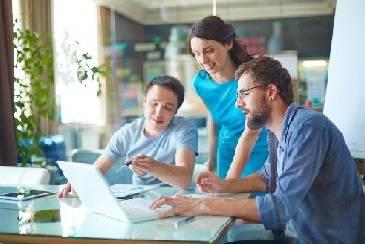 projektteam klärt fragen zu Ingenieurleistungen und cae-projekten
